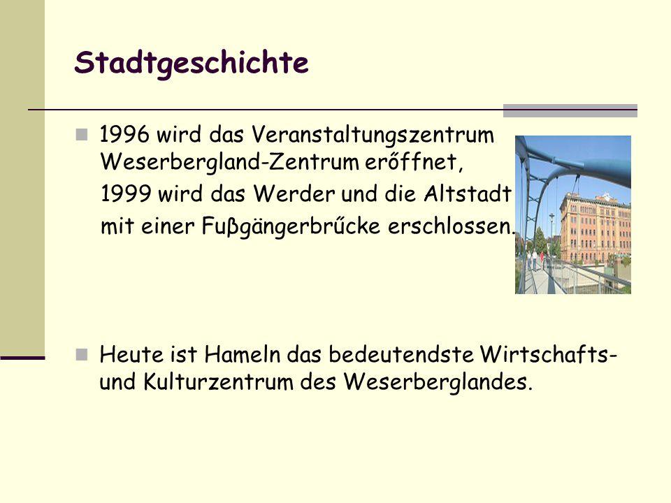 Stadtgeschichte 1996 wird das Veranstaltungszentrum Weserbergland-Zentrum erőffnet, 1999 wird das Werder und die Altstadt mit einer Fuβgängerbrűcke erschlossen.