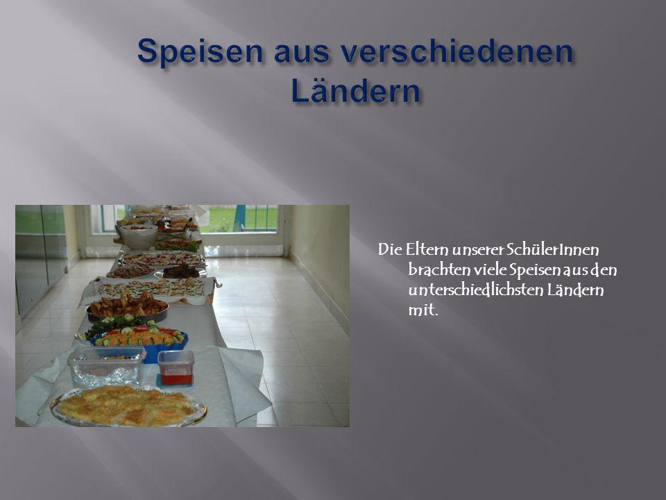 Die Eltern unserer SchülerInnen brachten viele Speisen aus den unterschiedlichsten Ländern mit.