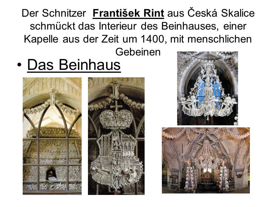 Der Schnitzer František Rint aus Česká Skalice schmückt das Interieur des Beinhauses, einer Kapelle aus der Zeit um 1400, mit menschlichen Gebeinen Da