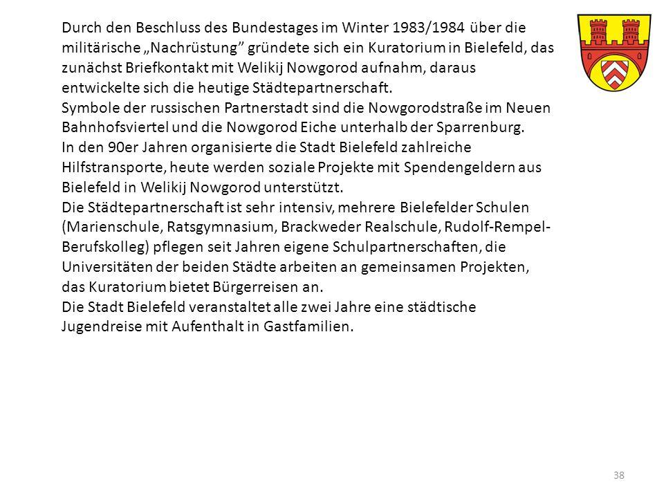 """Durch den Beschluss des Bundestages im Winter 1983/1984 über die militärische """"Nachrüstung gründete sich ein Kuratorium in Bielefeld, das zunächst Briefkontakt mit Welikij Nowgorod aufnahm, daraus entwickelte sich die heutige Städtepartnerschaft."""