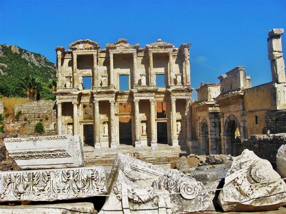 Celsus Bibliothek aus dem 2. Jhd. und Grab des Stifters Tiberius Iulius Celsus sowie Süd-Tor der unteren Agora
