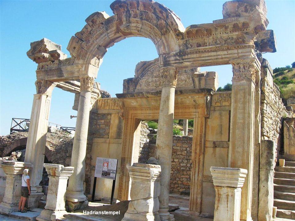 Säulenstrasse aus Marmor