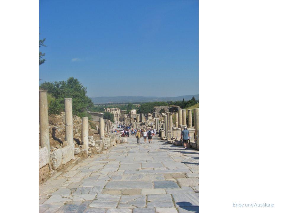 Muttergöttin Artemis Diese Statue in Ephesos stellt ARTEMIS über und über bedeckt mit Brüsten dar, da sie die Ernährerin aller Lebewesen verkörpert. N