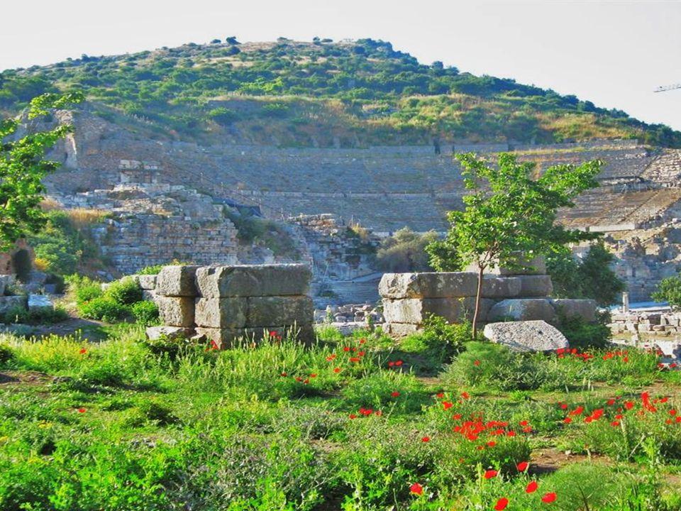 Auch nach der Eroberung 189 v. Chr. durch die Römer florierte die Stadt weiterhin – mit Brunnen, Bädern und der zweitgrößten Bibliothek der antiken We