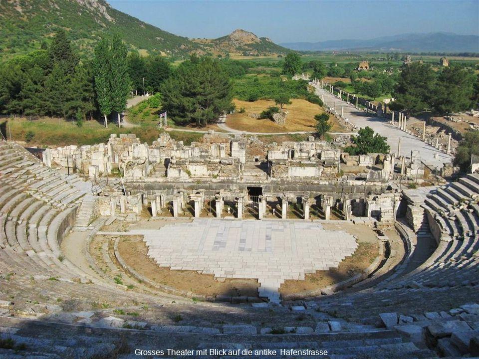 Der Prachtbau aus weißem Marmor bildete den Mittelpunkt der reichen Stadt Ephesus.