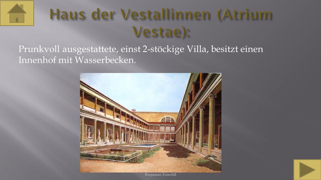 Prunkvoll ausgestattete, einst 2-stöckige Villa, besitzt einen Innenhof mit Wasserbecken. Benjamin Knechtl