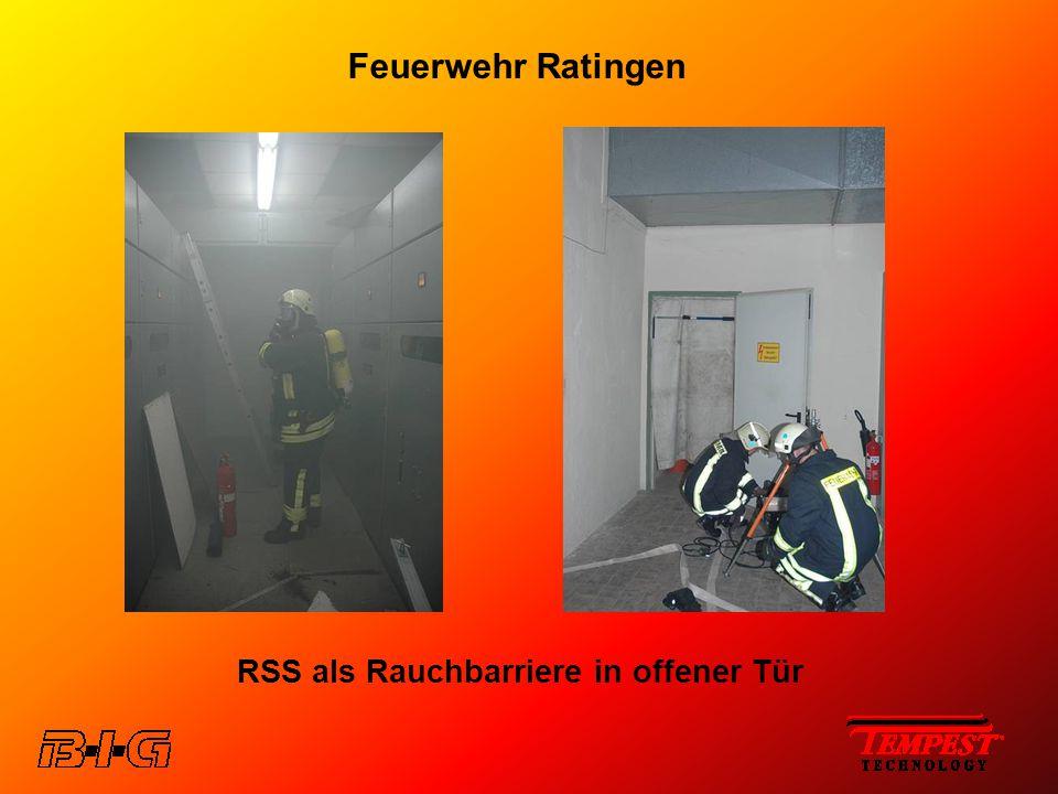 Feuerwehr Ratingen RSS als Rauchbarriere in offener Tür