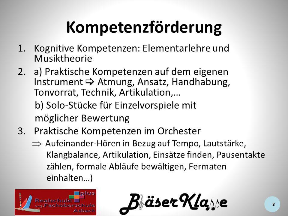 Kompetenzförderung 1.Kognitive Kompetenzen: Elementarlehre und Musiktheorie 2.a) Praktische Kompetenzen auf dem eigenen Instrument  Atmung, Ansatz, Handhabung, Tonvorrat, Technik, Artikulation,… b) Solo-Stücke für Einzelvorspiele mit möglicher Bewertung 3.Praktische Kompetenzen im Orchester  Aufeinander-Hören in Bezug auf Tempo, Lautstärke, Klangbalance, Artikulation, Einsätze finden, Pausentakte zählen, formale Abläufe bewältigen, Fermaten einhalten…) 8