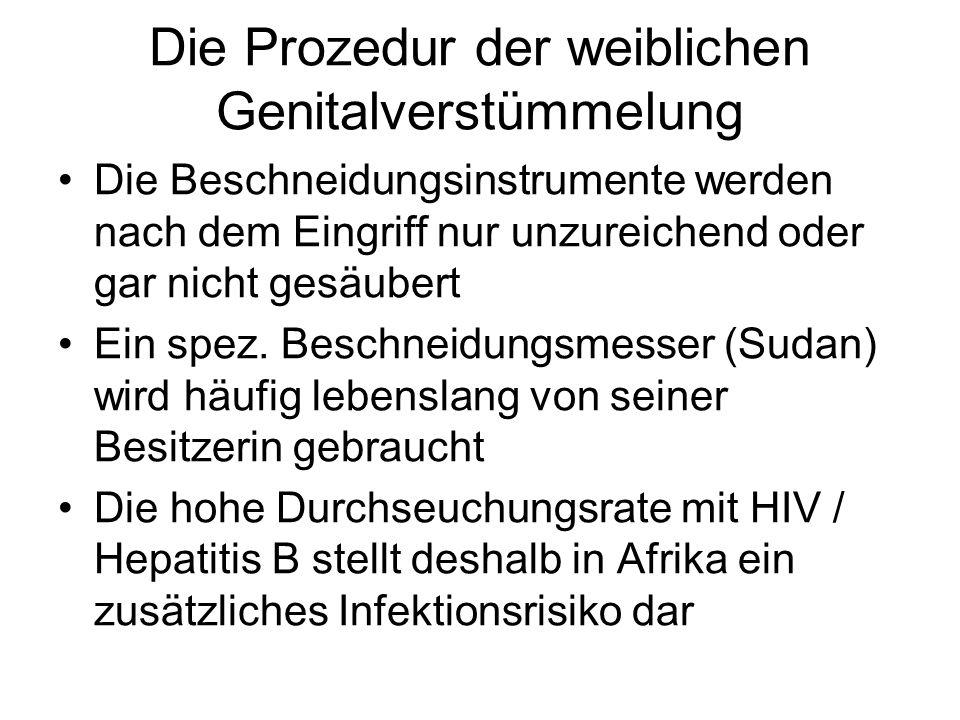 Die Prozedur der weiblichen Genitalverstümmelung Die Beschneidungsinstrumente werden nach dem Eingriff nur unzureichend oder gar nicht gesäubert Ein s