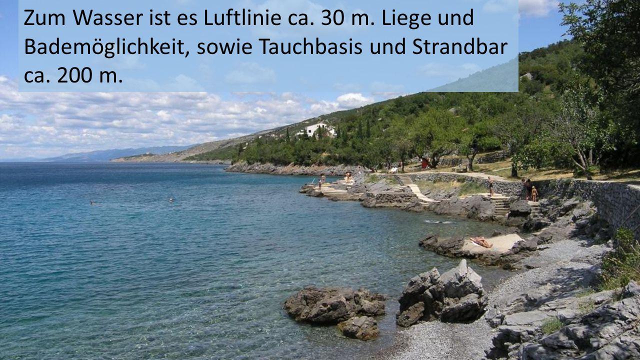 Zum Wasser ist es Luftlinie ca. 30 m. Liege und Bademöglichkeit, sowie Tauchbasis und Strandbar ca. 200 m.