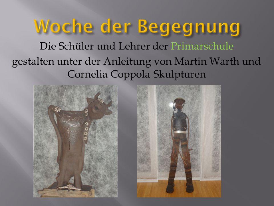 Die Schüler und Lehrer der Primarschule gestalten unter der Anleitung von Martin Warth und Cornelia Coppola Skulpturen