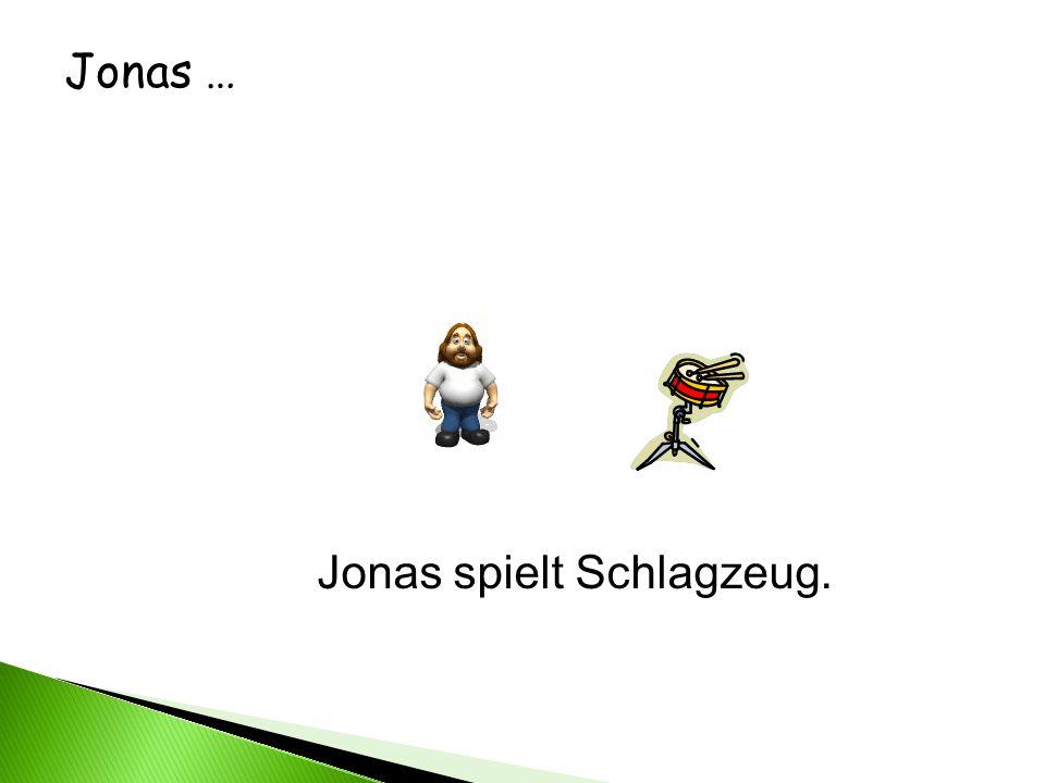 Jonas … Jonas spielt Schlagzeug.