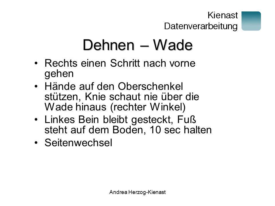 Andrea Herzog-Kienast Dehnen – Wade Rechts einen Schritt nach vorne gehen Hände auf den Oberschenkel stützen, Knie schaut nie über die Wade hinaus (re
