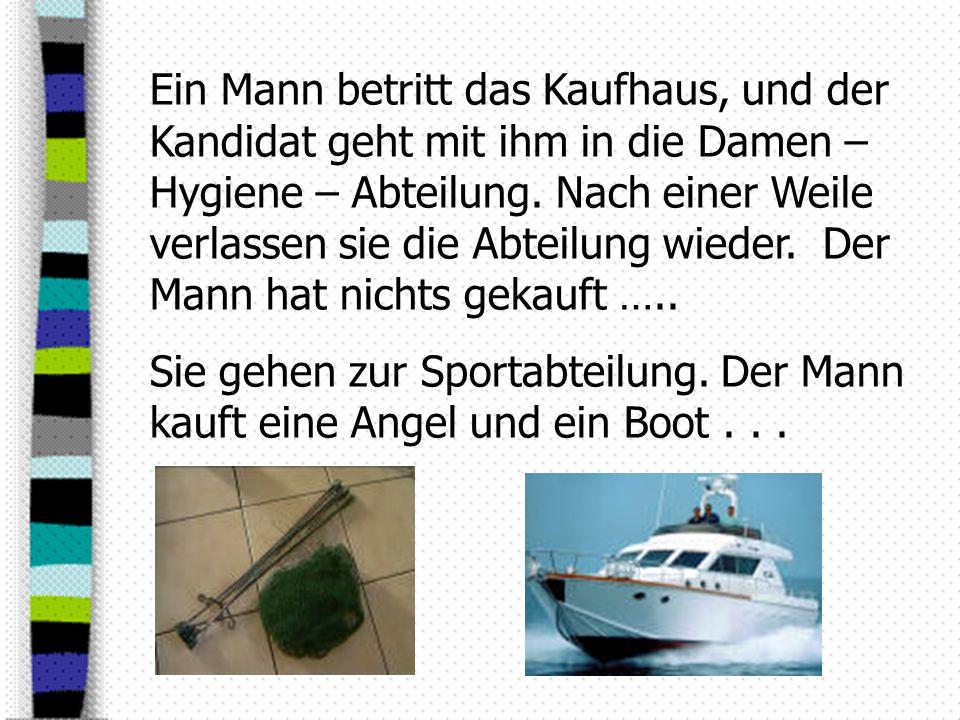 Sie gehen in die Autoabteilung … Dort kauft der Mann einen Anhänger für sein Boot...