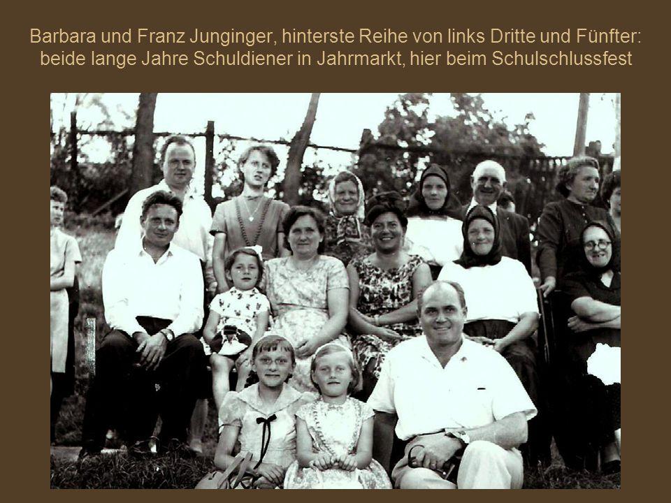Barbara und Franz Junginger, hinterste Reihe von links Dritte und Fünfter: beide lange Jahre Schuldiener in Jahrmarkt, hier beim Schulschlussfest