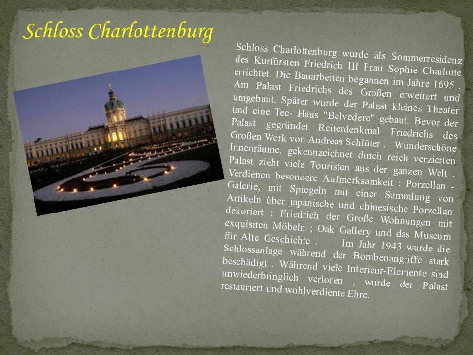 Schloss Charlottenburg wurde als Sommerresidenz des Kurfürsten Friedrich III Frau Sophie Charlotte errichtet. Die Bauarbeiten begannen im Jahre 1695.