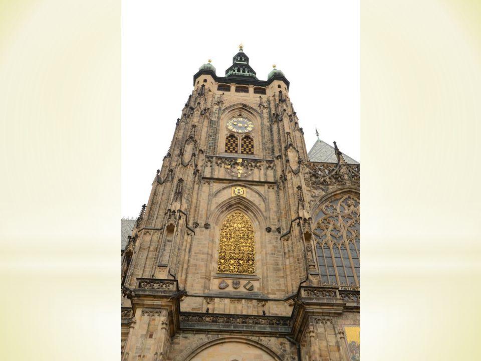 * 1621 – Hinrichtung der 27 böhmischen Herren * Häuser: das Haus Zur Glocke, die Teynkirche, das Altstädter Rathaus * 1338: der Turm wurde erbaut * Die Astronomische Aposteluhr * Autor: Nikolaus von Kaden im 15.