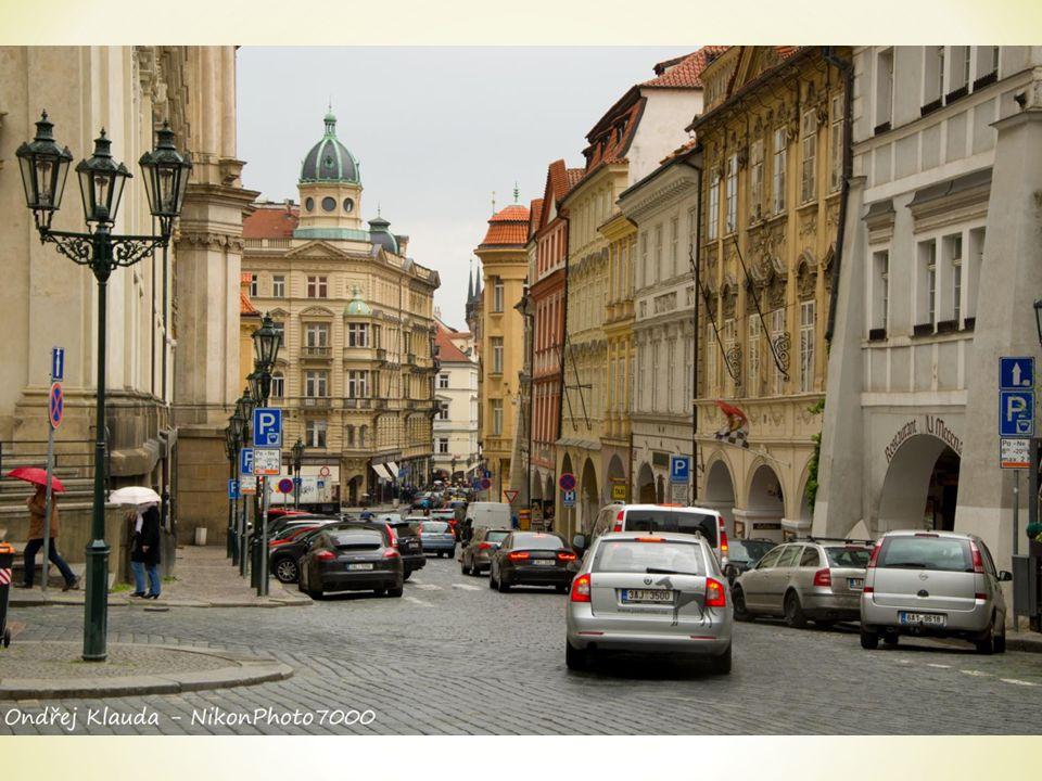* Das Denkmal wurde im Jahre 1915 gebaut.* Der Bildhauer war Ladislav Šaloun.