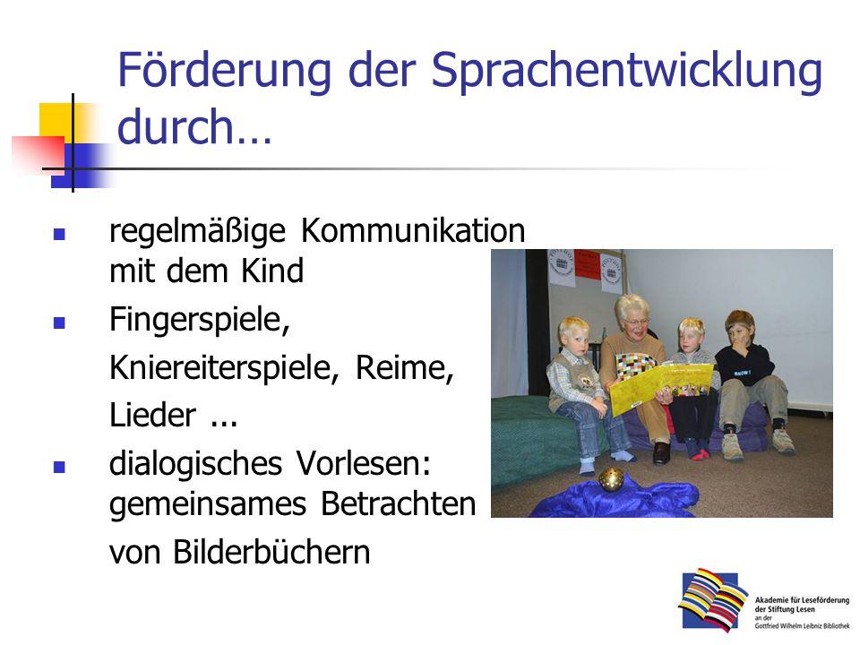 Förderung der Sprachentwicklung durch… regelmäßige Kommunikation mit dem Kind Fingerspiele, Kniereiterspiele, Reime, Lieder...