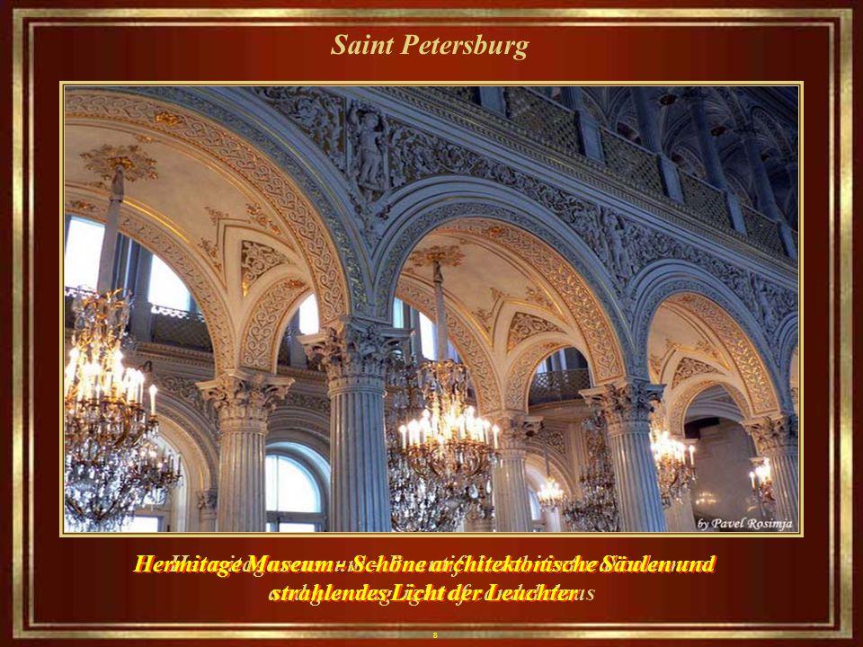 8 Saint Petersburg Hermitage museum – Beautiful architectural columns and glowing light of candelabras Hermitage Museum - Schöne architektonische Säulen und strahlendes Licht der Leuchter