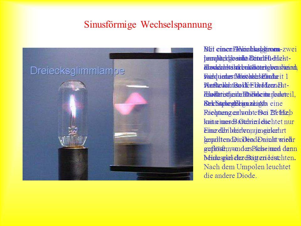 Sinusförmige Wechselspannung Mit einer Anordnung von zwei parallel geschalteten Leucht- dioden wird erläutert, was man sich unter Wechselstrom vorstel