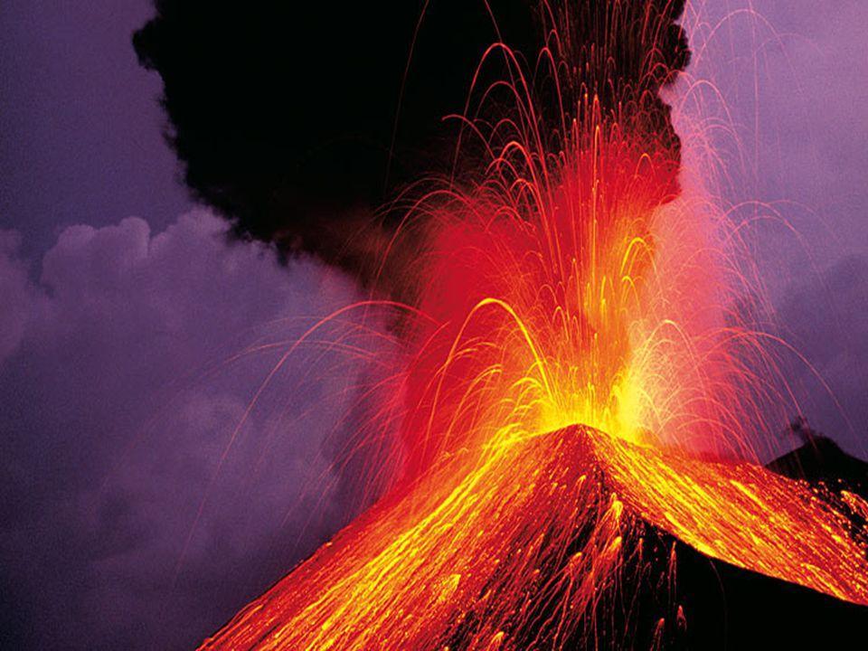 Spalten- oder Riftvulkan. Aus lang gestreckten Spalten tritt dünnflüssige Lava aus und bildet grossflächige Lavaströme. Das Gestein reisst auseinander