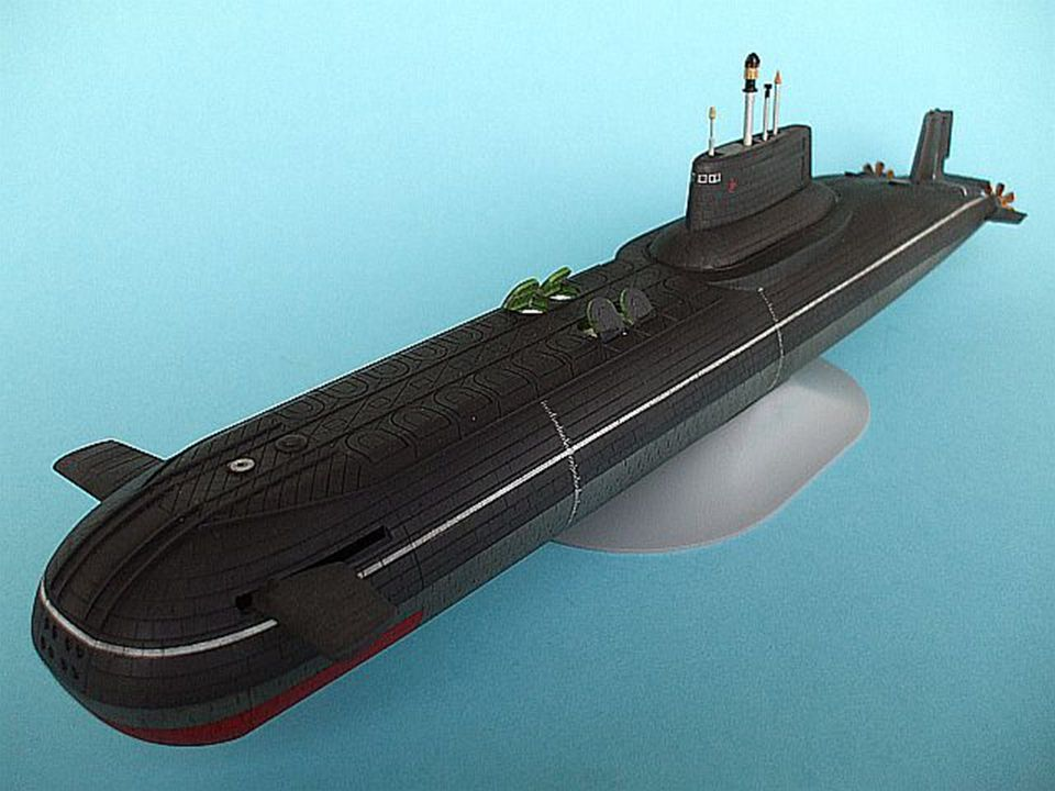 Länge: 172 Meter Verdrängung: über Wasser - 24.500 Tonnen Verdrängung: unter Wasser - 48.000 Tonnen Geschwindigkeit: 27 Knoten Maschine: zwei 190 Mega
