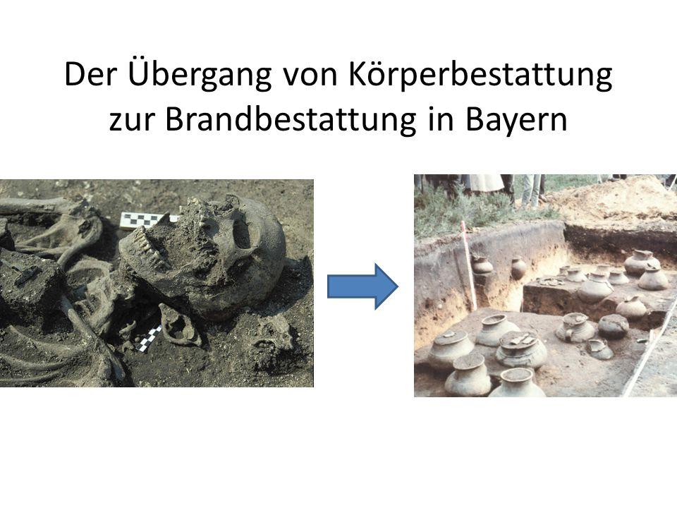 Der Übergang von Körperbestattung zu Brandbestattung findet in Bayern zwischen BzC und HaA2 bzw.