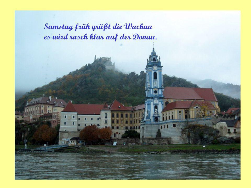 Samstag früh grüßt die Wachau es wird rasch klar auf der Donau.
