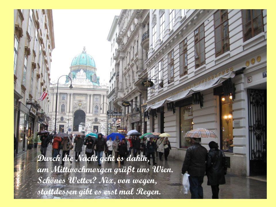Durch die Nacht geht es dahin, am Mittwochmorgen grüßt uns Wien. Schönes Wetter? Nix, von wegen, stattdessen gibt es erst mal Regen.