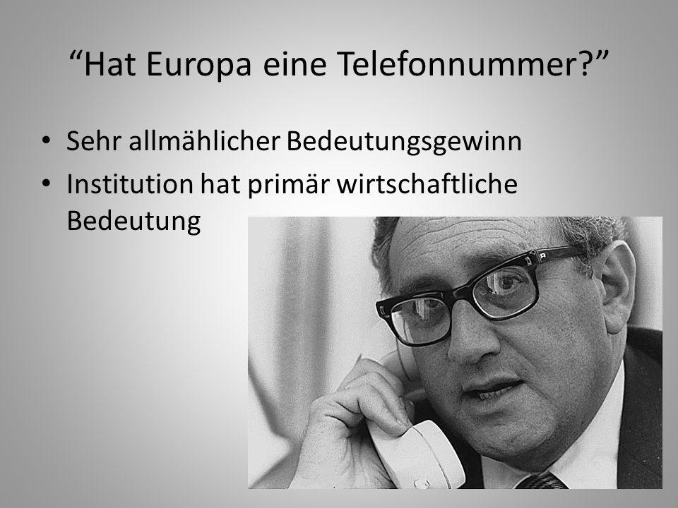 """19 """"Hat Europa eine Telefonnummer?"""" Sehr allmählicher Bedeutungsgewinn Institution hat primär wirtschaftliche Bedeutung"""