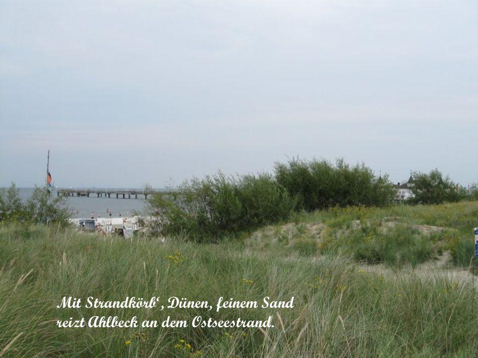 Mit Strandkörb', Dünen, feinem Sand reizt Ahlbeck an dem Ostseestrand.