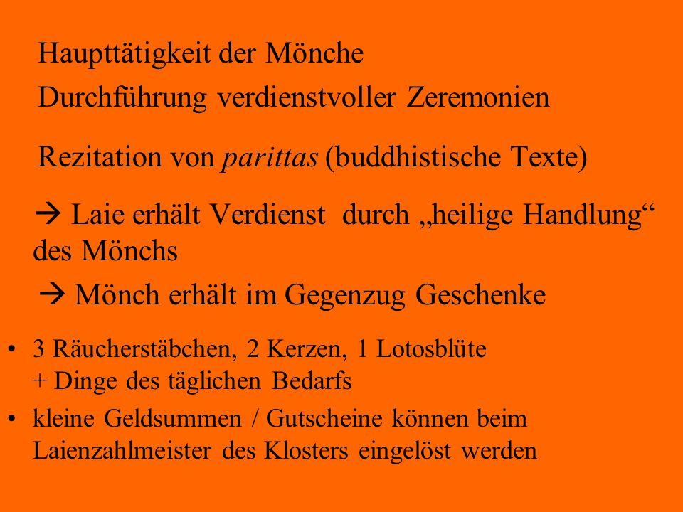 """Haupttätigkeit der Mönche Durchführung verdienstvoller Zeremonien Rezitation von parittas (buddhistische Texte)  Laie erhält Verdienst durch """"heilige"""