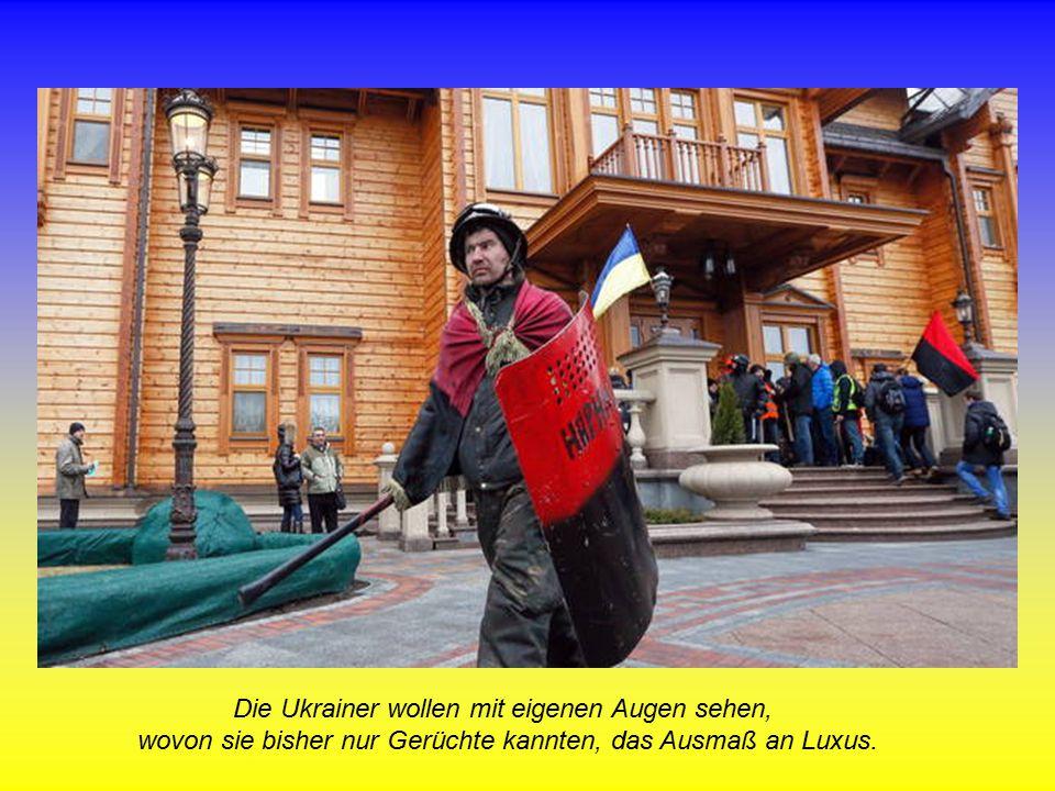 Die Ukrainer wollen mit eigenen Augen sehen, wovon sie bisher nur Gerüchte kannten, das Ausmaß an Luxus.