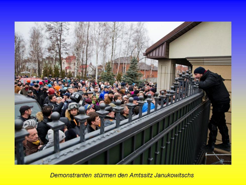 Demonstranten stürmen den Amtssitz Janukowitschs
