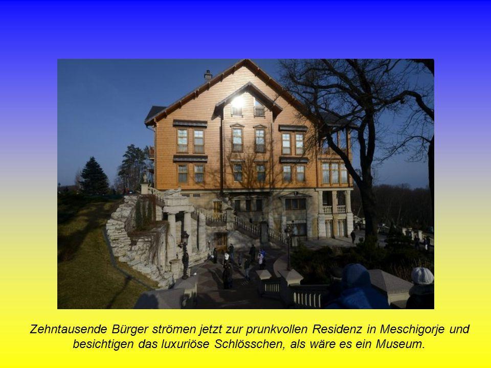 Zehntausende Bürger strömen jetzt zur prunkvollen Residenz in Meschigorje und besichtigen das luxuriöse Schlösschen, als wäre es ein Museum.
