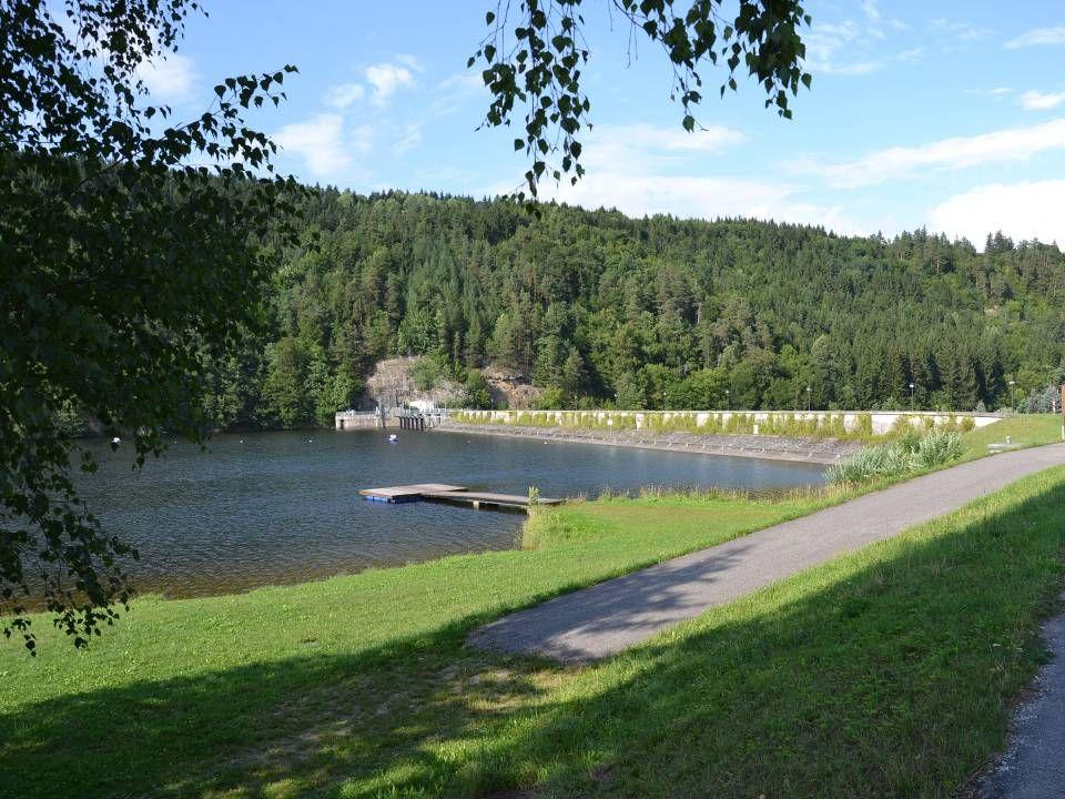 ist der Dritte der drei Kamptal - Stauseen und liegt unterwasserseitig des Krafthauses Krumau.