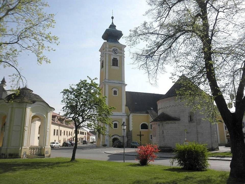 """wird als """"Tor zum Kamptal bezeichnet, denn es liegt am südlichen Schnittpunkt zwischen Wald- und Weinviertel."""