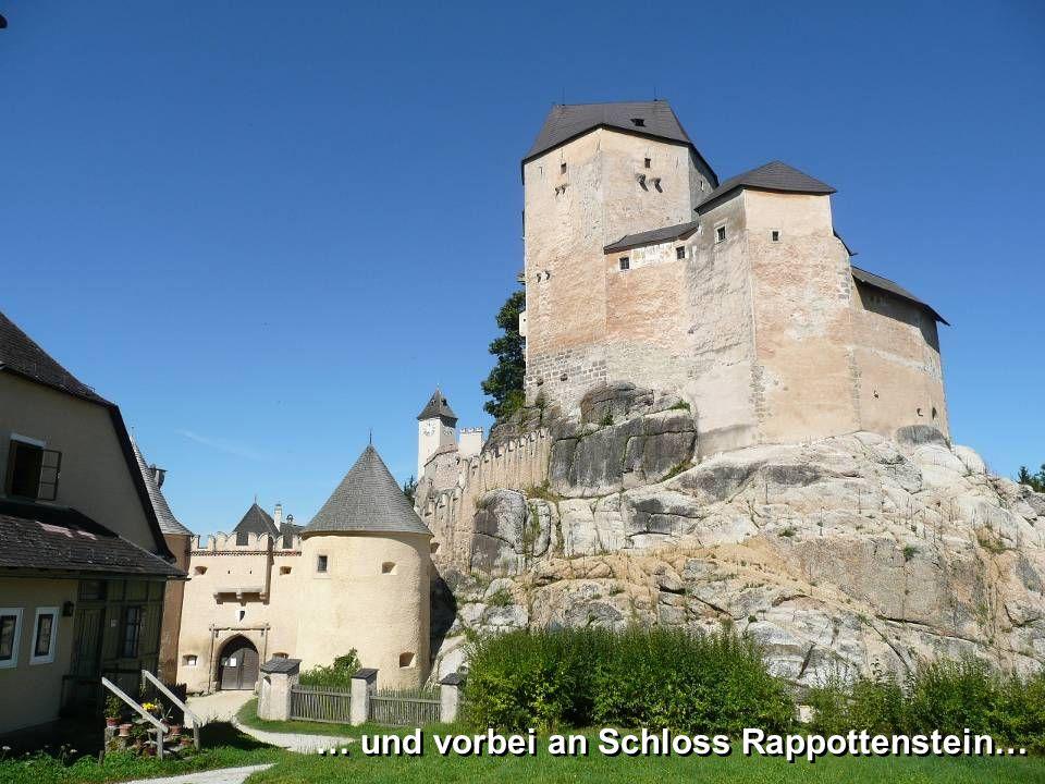 …und dem gleichnamigen Schloss … …und dem gleichnamigen Schloss …