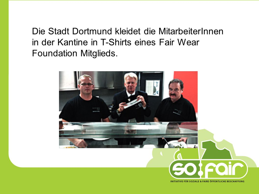 Die Stadt Dortmund kleidet die MitarbeiterInnen in der Kantine in T-Shirts eines Fair Wear Foundation Mitglieds.