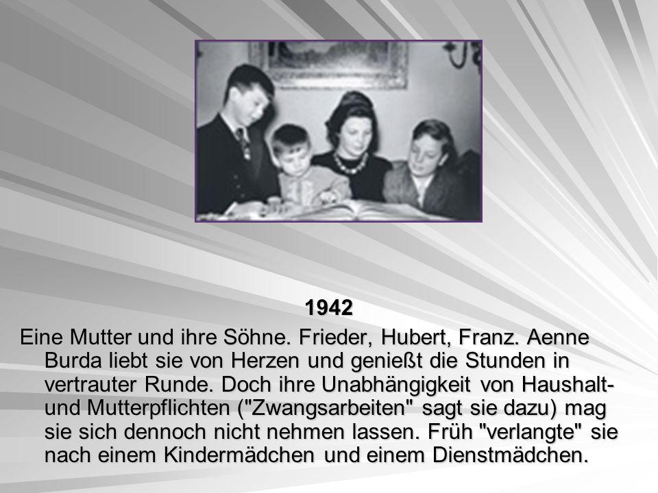 1942 1942 Eine Mutter und ihre Söhne. Frieder, Hubert, Franz. Aenne Burda liebt sie von Herzen und genießt die Stunden in vertrauter Runde. Doch ihre