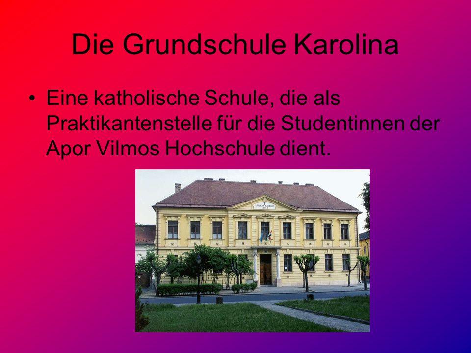 Die Grundschule Karolina Eine katholische Schule, die als Praktikantenstelle für die Studentinnen der Apor Vilmos Hochschule dient.