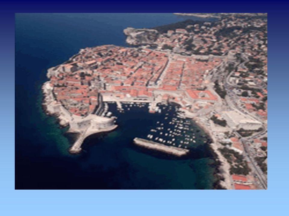 Dubrovnik lateinisch Rausium später Ragusium, italienisch und deutsch Ragusa Die Stadt wird aufgrund ihrer kulturellen Bedeutung und der jahrhundertel