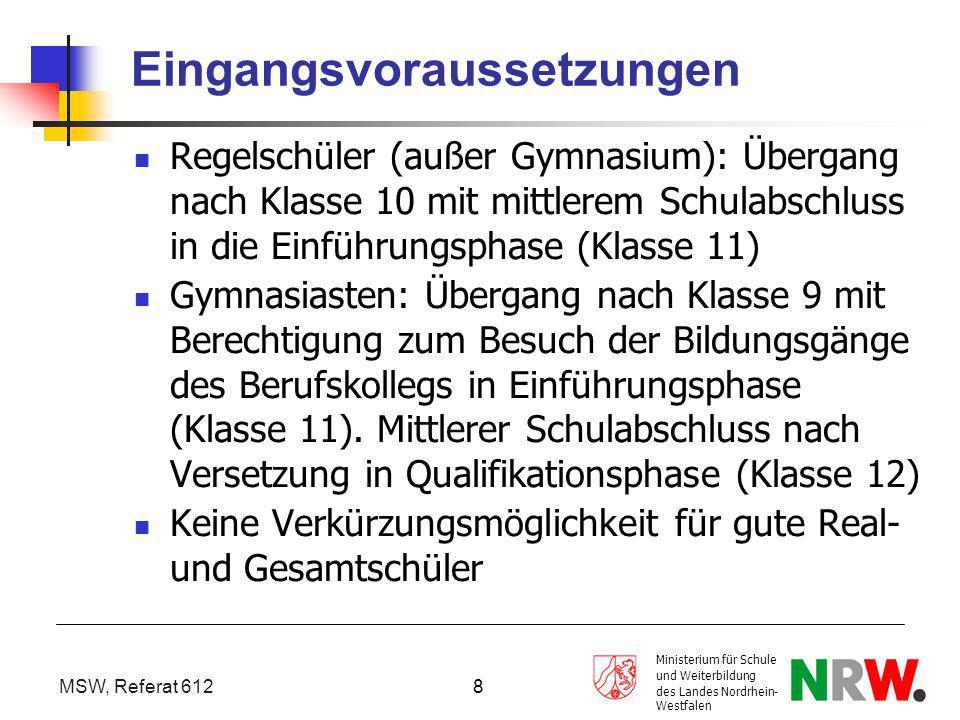 """MSW, Referat 612 Ministerium für Schule und Weiterbildung des Landes Nordrhein- Westfalen 9 Belegverpflichtung Folgende Fächer sind in der Qualifikationsphase zu belegen: 5-stündiges berufliches Profilfach 4-stündige Kurse auf erhöhtem Anforderungsniveau 3-stündiges weiteres berufsbezogenes Fach 2-stündige Kurse auf grundlegendem Anforderungsniveau """"Kernfächer D/E/M/ 4-stündig Neu einsetzende zweite Fremdsprache 4-stündig."""