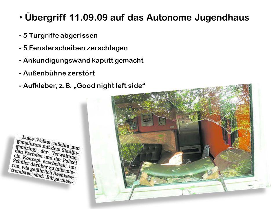 Übergriff 11.09.09 auf das Autonome Jugendhaus - 5 Türgriffe abgerissen - 5 Fensterscheiben zerschlagen - Ankündigungswand kaputt gemacht - Außenbühne zerstört - Aufkleber, z.B.