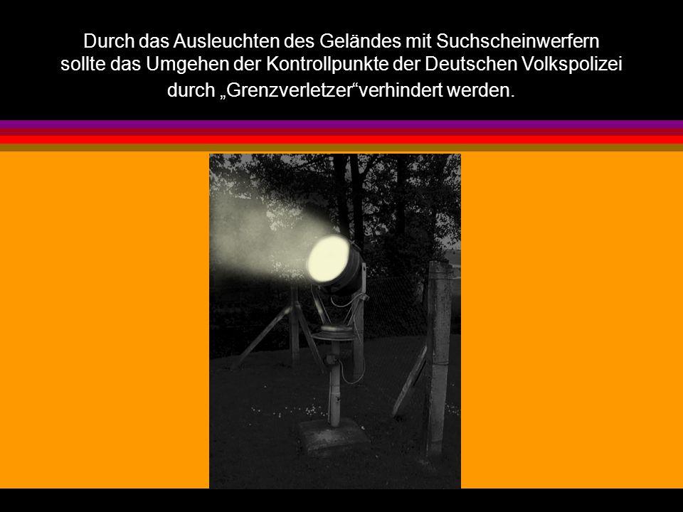 """Durch das Ausleuchten des Geländes mit Suchscheinwerfern sollte das Umgehen der Kontrollpunkte der Deutschen Volkspolizei durch """"Grenzverletzer""""verhin"""