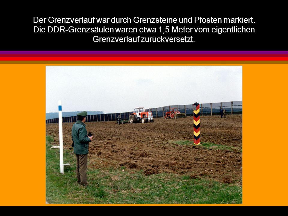 Der Grenzverlauf war durch Grenzsteine und Pfosten markiert. Die DDR-Grenzsäulen waren etwa 1,5 Meter vom eigentlichen Grenzverlauf zurückversetzt.