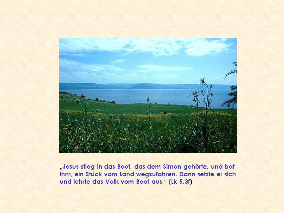 """""""Jesus stieg in das Boot, das dem Simon gehörte, und bat ihm, ein Stück vom Land wegzufahren. Dann setzte er sich und lehrte das Volk vom Boot aus."""" ("""