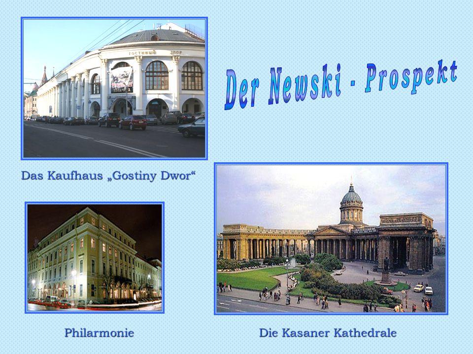 """Das Kaufhaus """"Gostiny Dwor Philarmonie Die Kasaner Kathedrale"""