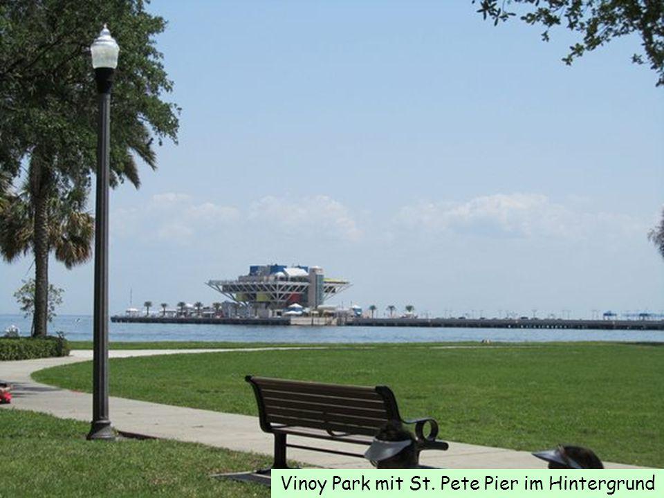 Vinoy Park mit St. Pete Pier im Hintergrund